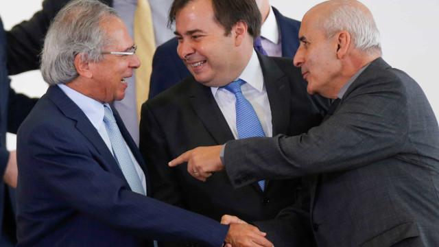 Maia quer discutir com governo texto que amplia o benefício emergencial