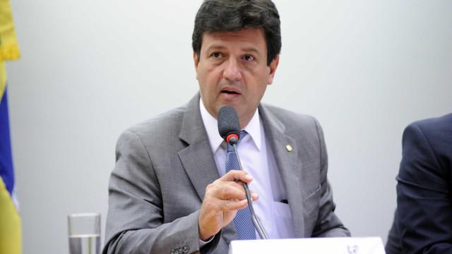 Mandetta quer adiar eleição, mas Maia e Barroso resistem