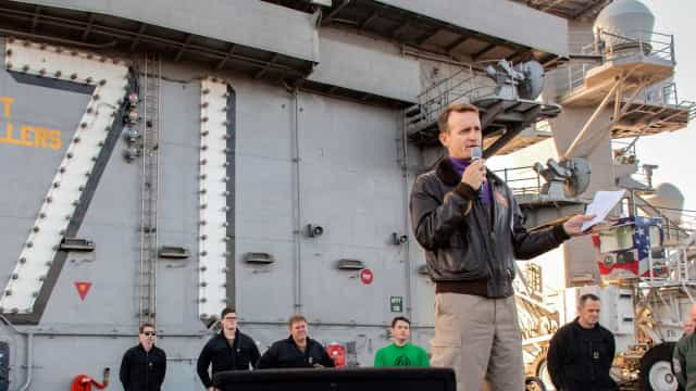 Sobe para 416 o número de contaminados em porta-aviões do EUA