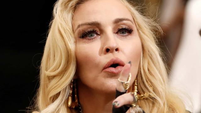 Madonna diz que três amigos seus morreram nas últimas 24 horas