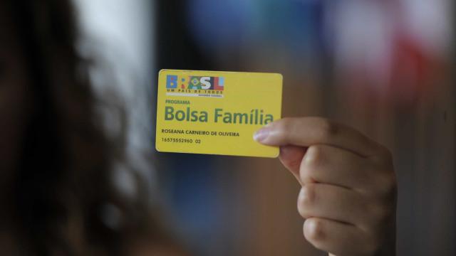 Ipea sugere reajustar Bolsa Família em 29%, mais R$ 450 por família