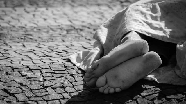 Dois centros que acolhem moradores de rua registram 66 casos de Covid