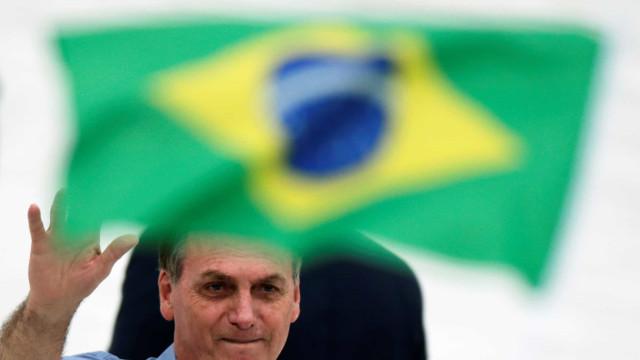 Bolsonaro publica MP que isenta agente público de erro durante pandemia