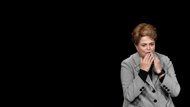 Justiça manda cursinho a indenizar Dilma por 'como deixar de ser burro'