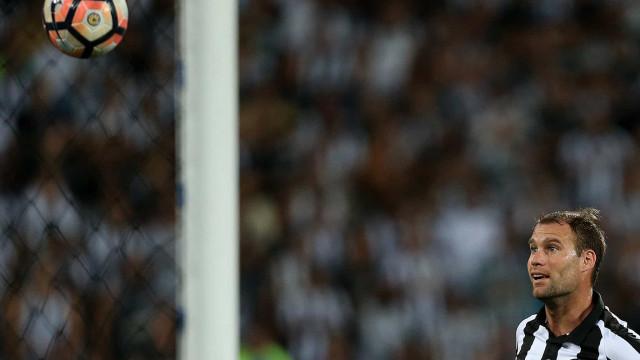 Carli lamenta dispensa pela diretoria do Botafogo: 'Tentei de tudo'