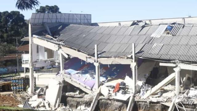 Prédio comercial desaba e deixa cinco feridos no Paraná