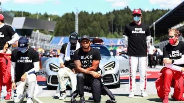 Pilotos se ajoelham em protesto contra o racismo antes do GP da Áustria