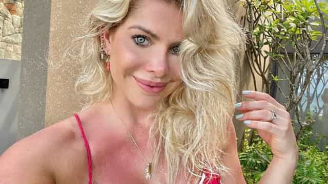 Karina Bacchi diz que se arrepende ter posado nua
