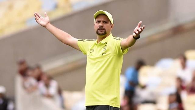 Maurício Souza vai dirigir Flamengo até a chegada de novo treinador