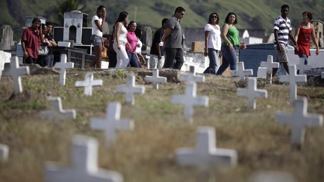 Brasil registra 1.079 mortes por covid-19 em 24h; total é de 99.572
