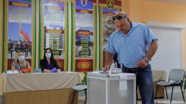 Em convulsão política, Belarus vai às urnas