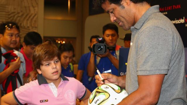 Raí é eleito melhor jogador do PSG; Ronaldinho e Neymar recebem votos