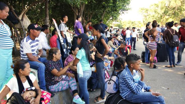 Peru volta a permitir entrada de venezuelanos sem passaporte