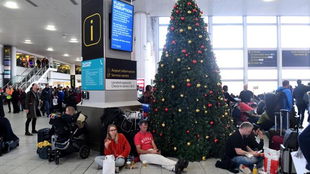 Aeroporto de Gatwick reabre com 'número limitado' de voos