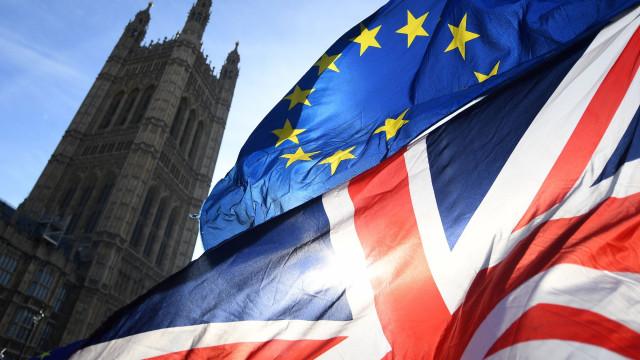 May volta a Bruxelas para negociações do 'Brexit'