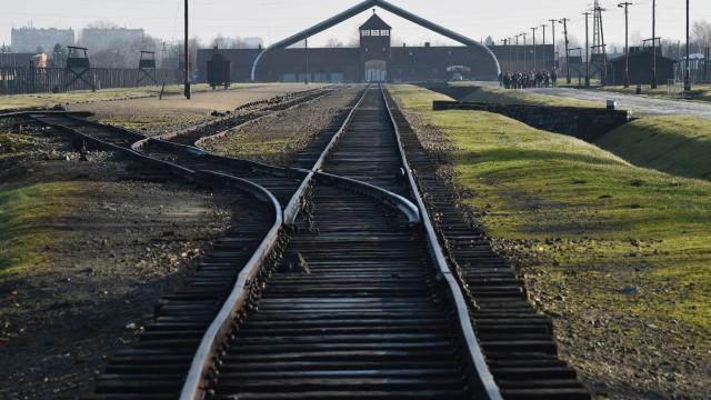 """Merkel visita Auschwitz pela primeira vez num """"sinal de reconciliação"""""""