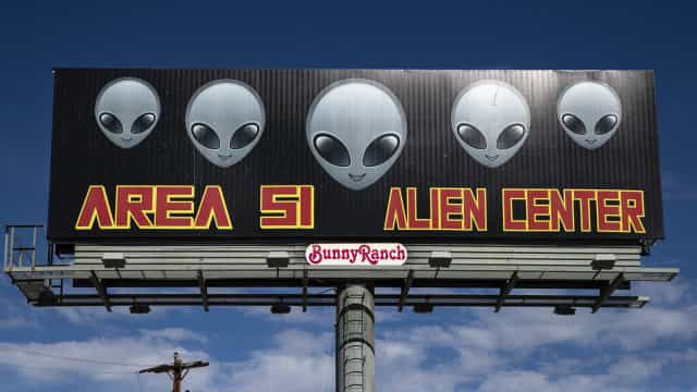 Dois milhões de pessoas pedem libertação de extraterrestres da área 51