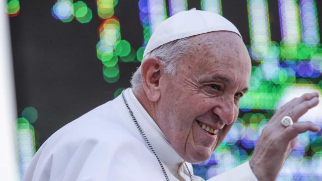 """Papa lamenta que o mundo seja cada vez mais """"cruel com os excluídos"""""""