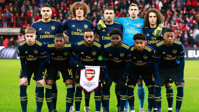 Jogadores e treinadores do Arsenal doam um dia de salário