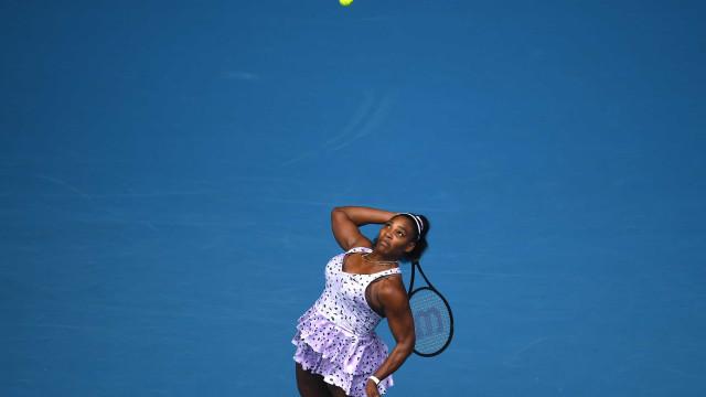 Serena Williams vence a irmã Venus em partida com mais de 2 horas
