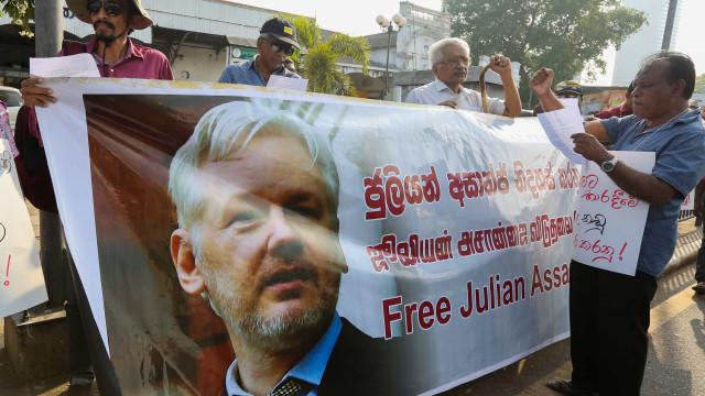 Lula e Zapatero entre 100 políticos que querem libertação de Assange