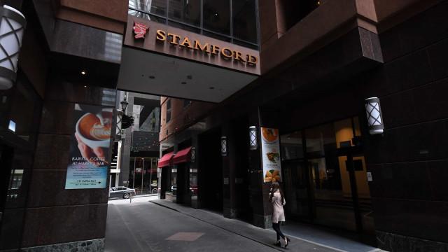 Austrália investiga falhas em hotéis que levaram a surto em Melbourne