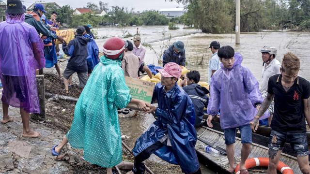 Mais de 100 mortos e 20 desaparecidos após inundações no Vietnã