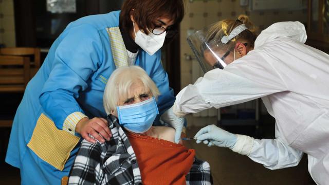 Saúde atualiza plano de vacinação com novas categorias na prioridade