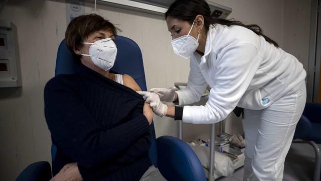 Mais de 685 mil pessoas no Brasil já receberam a 1ª dose da vacina contra a Covid-19