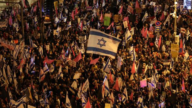 Milhares vão às ruas contra Netanyahu às vésperas de eleição em Israel