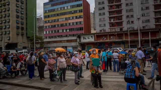 """ONG alerta que pandemia na Venezuela está """"fora de controle"""""""