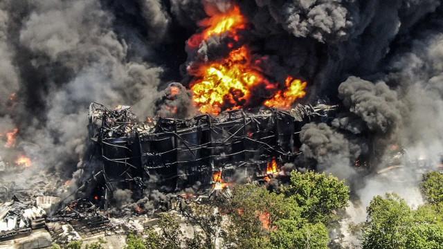 Centenas de pessoas retiradas após explosão numa fábrica nos EUA