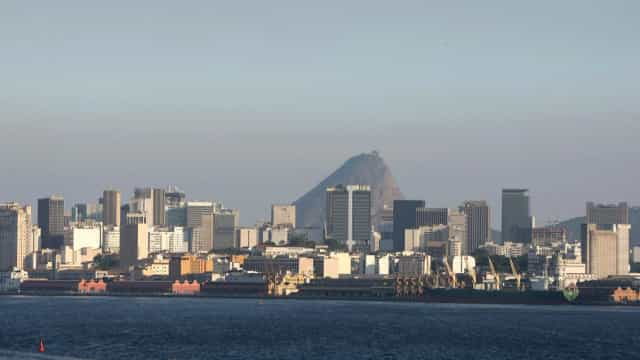 Brasil proíbe entrada de todos estrangeiros no país por via aérea