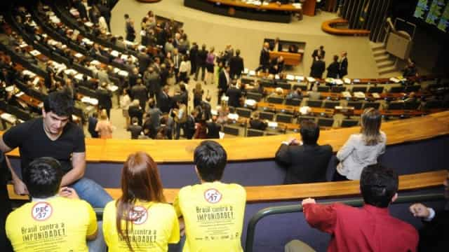 Parlamentares governistas tentam barrar três CPIs