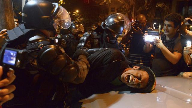 Governo lamenta confrontos entre manifestantes e policiais