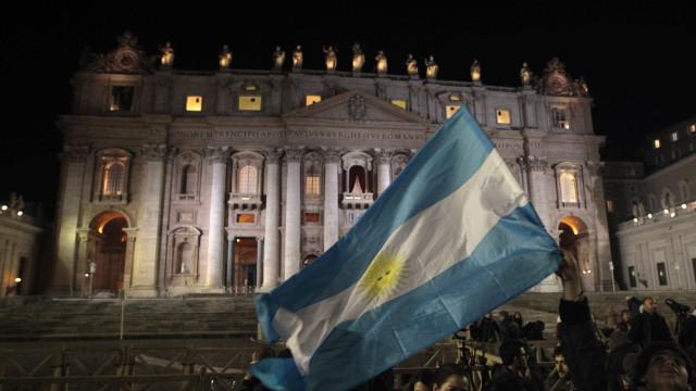 Banco Central da Argentina mantém taxa de juros em 27,25% ao ano