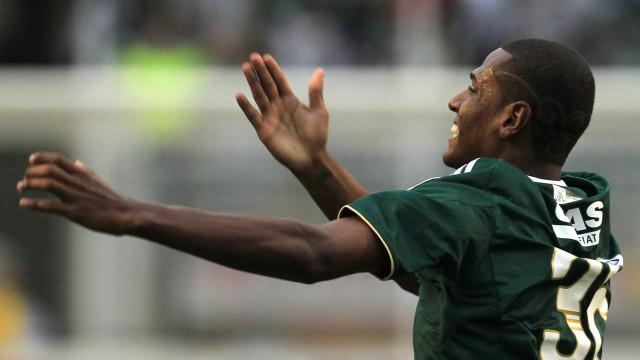 Oficializado, Leandro assina com Palmeiras por 4 anos