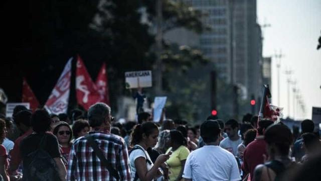 Manifestantes fazem ato lembrando vítimas da ditadura e do coronavírus