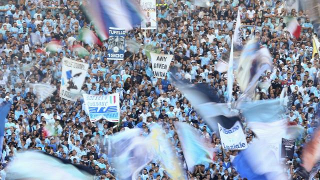 Uefa pune Lazio por comportamento racista de seus torcedores