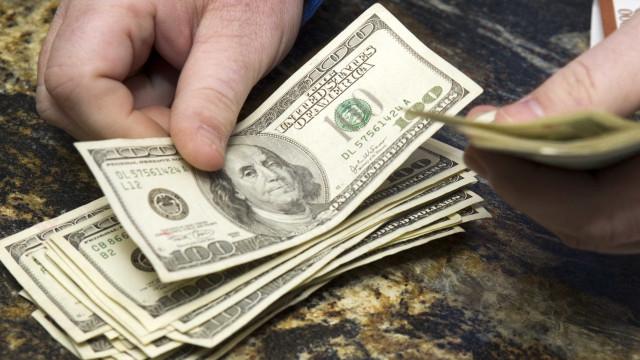 Dólar alto pressiona preço da gasolina e cria defasagem do combustível