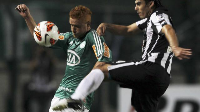 Após cirurgia, Mendieta inicia fisioterapia no Palmeiras