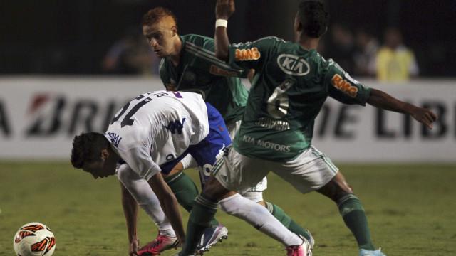 Kleina escala Felipe Menezes e Ronny como titulares