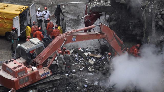 Prefeitura inicia demolição de prédio em condomínio na Muzema