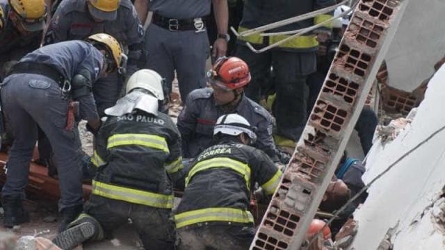 Bombeiros localizam duas vítimas do desabamento de prédio