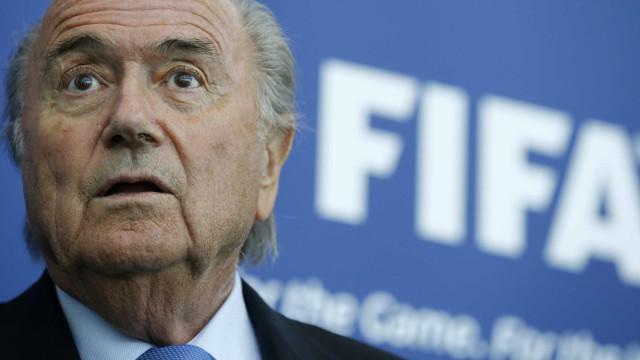 Blatter é interrogado na Suíça por pagamento de R$ 11 mi a Platini