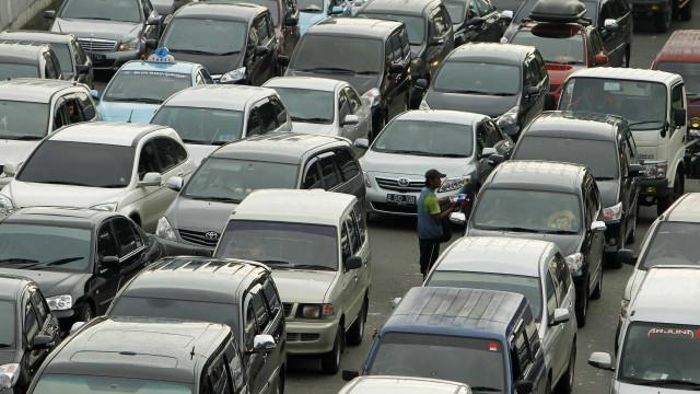 Motoristas de São Paulo encontram lentidão em rodovias rumo ao litoral
