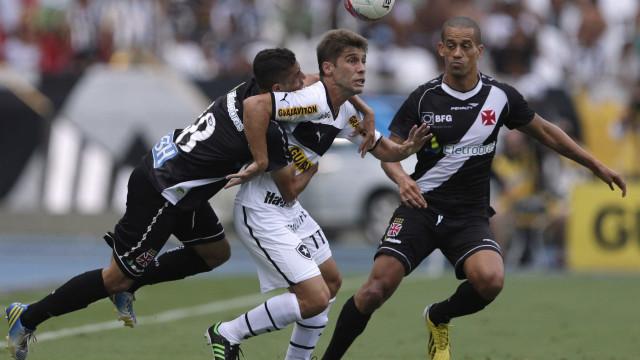 Edmilson exalta papel da torcida em vitória do Vasco