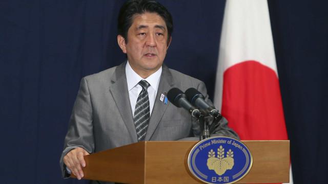 Abe pede que ministros promovam estímulo de US$ 50 bi
