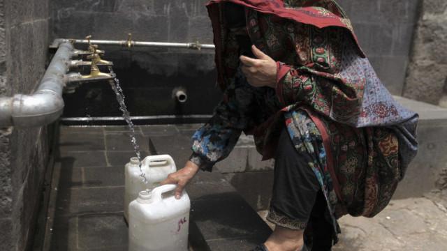 Paulistanos mudam hábitos e cortam gastos com água