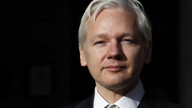 Justiça sueca decide manter mandado  de detenção contra Julian Assange